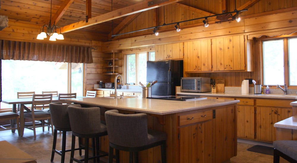 Shadow Lake Retreat has a fully equipped kitchen